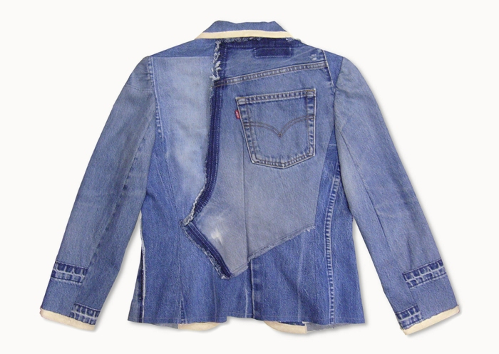 Upcycling Levi's Jeans (sand washed; light indigo) into femme trim blazer, back flat on table top | Drezier Atelier made for In The Rye second-hand vintage store