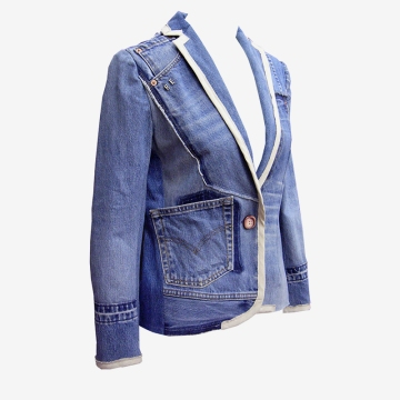 Upcycling Levi's Jeans (sand washed; light indigo) into femme trim blazer, feature picture | Drezier Atelier made for In The Rye second-hand vintage store