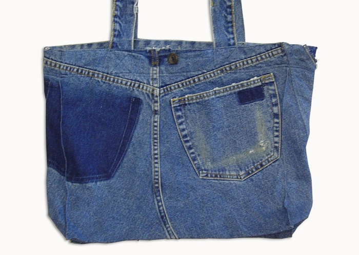 Upcycling Levi's Jeans (minor washed; indigo) into Reversible Tote Bag, outward front side | Drezier Atelier made for In The Rye second-hand vintage store