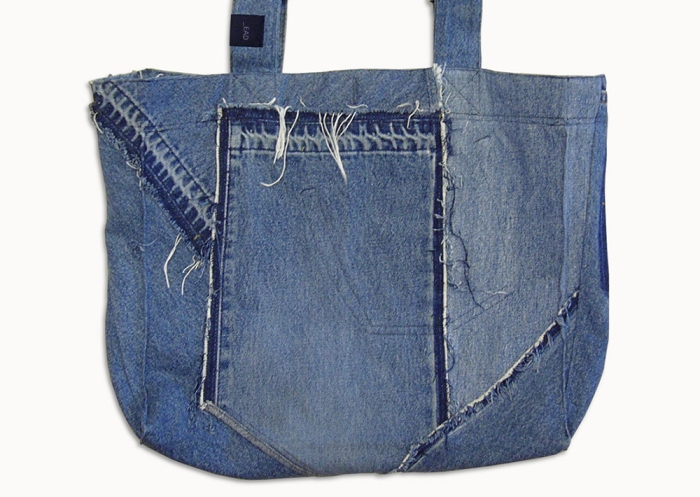 Upcycling Levi's Jeans (minor washed; indigo) into Reversible Tote Bag, outward front side flat on table top | Drezier Atelier made for In The Rye second-hand vintage store