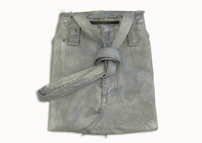 Upcycling Levi's Jeans (sliver painted) into Motif Tote Bag, back side flat on table top | Drezier Atelier made for In The Rye second-hand vintage store
